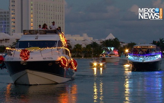 sunset-boat-parade-cancun-2015